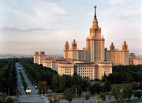 جامعة موسكو الحكومية في مدينة موسكو الروسية