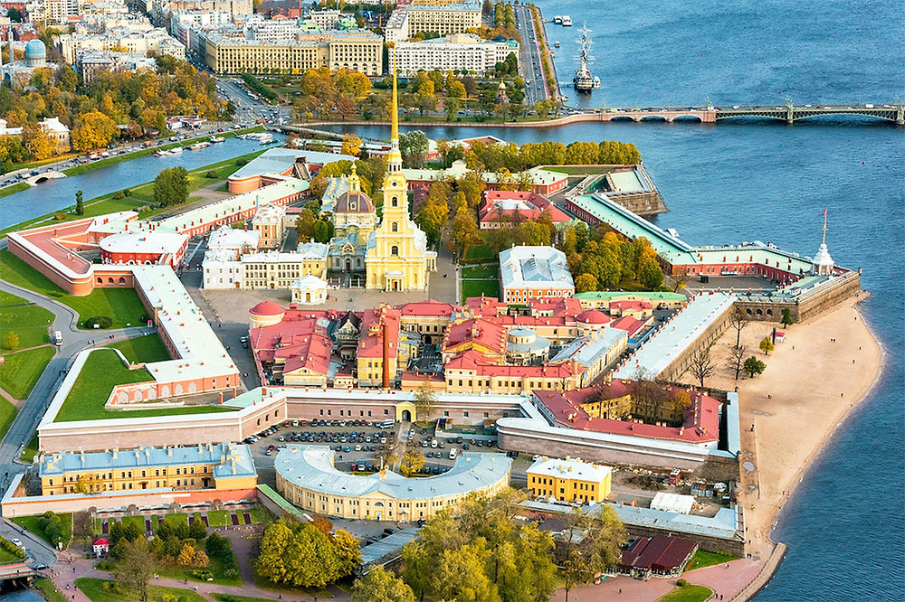 قلعة بيتر و بولوس هي اول بناء و اساس مدينة سانت بطرسبورغ