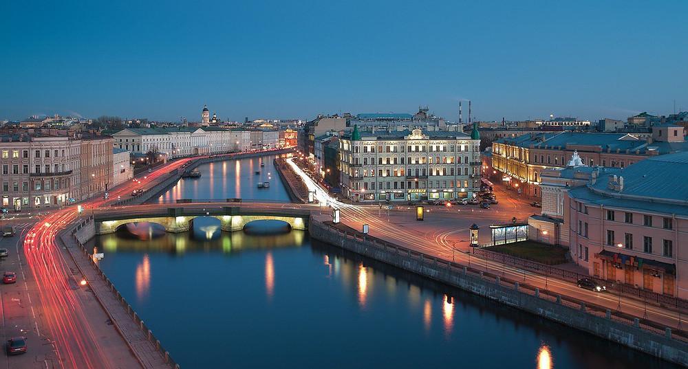 نهر في مدينة سانت بطرسبورغ الروسية