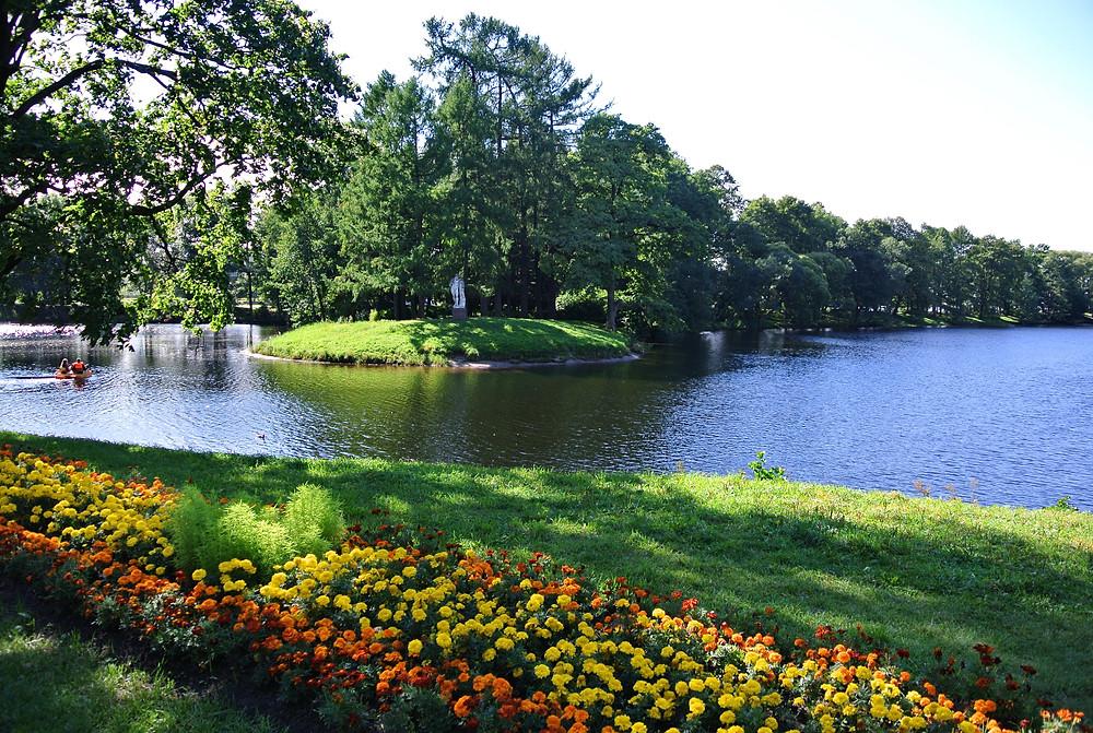 الحديقة الرسمية في مدينة سانت بطرسبورغ الروسية.