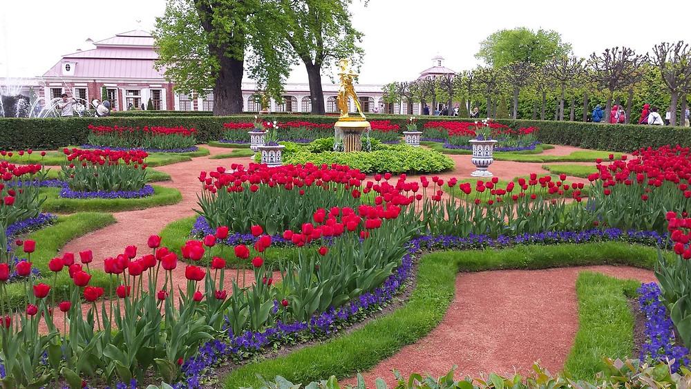 حديقة في بترهوف الروسية