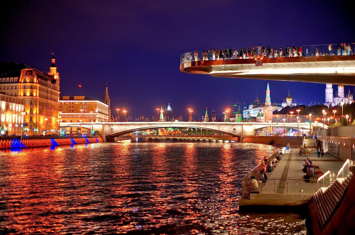 جسر الطاقة و نهر موسكو