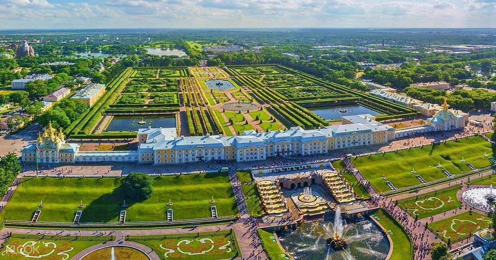 حدائق بترهوف في روسيا من الاعلى