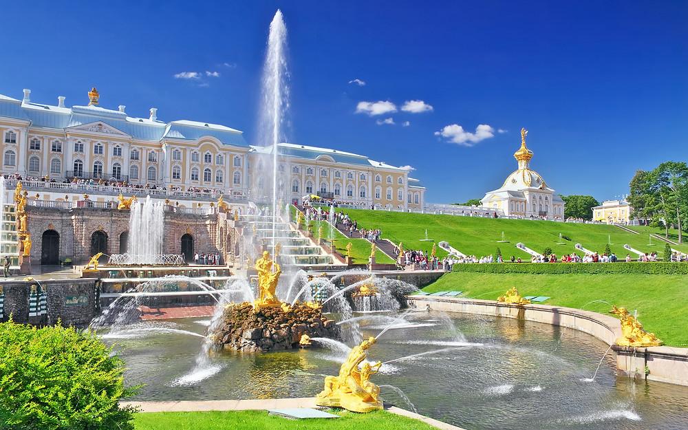 قصر بترهوف في مدينة سانتبطرسبورغ الروسية
