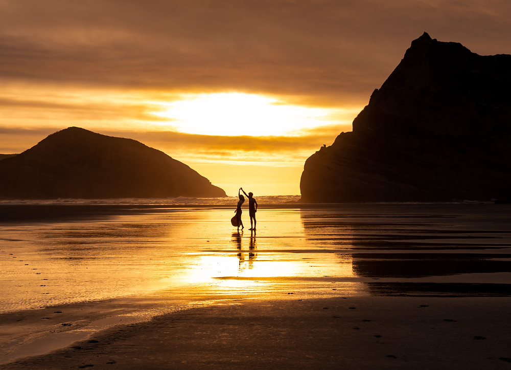 couple dancing at sunset at whaririki beach
