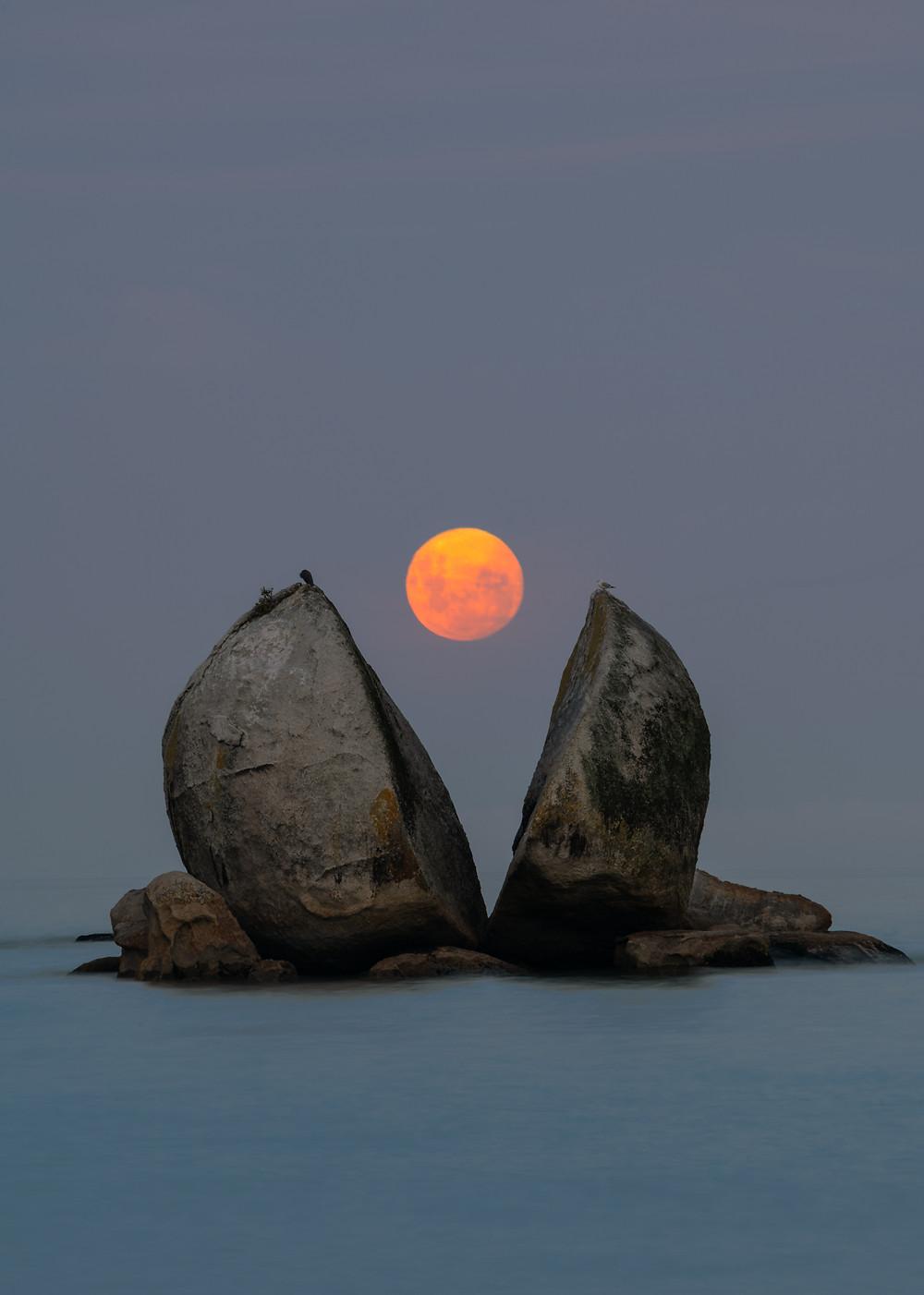 Full Moon Split Apple Rock Abel Tasman New Zealand
