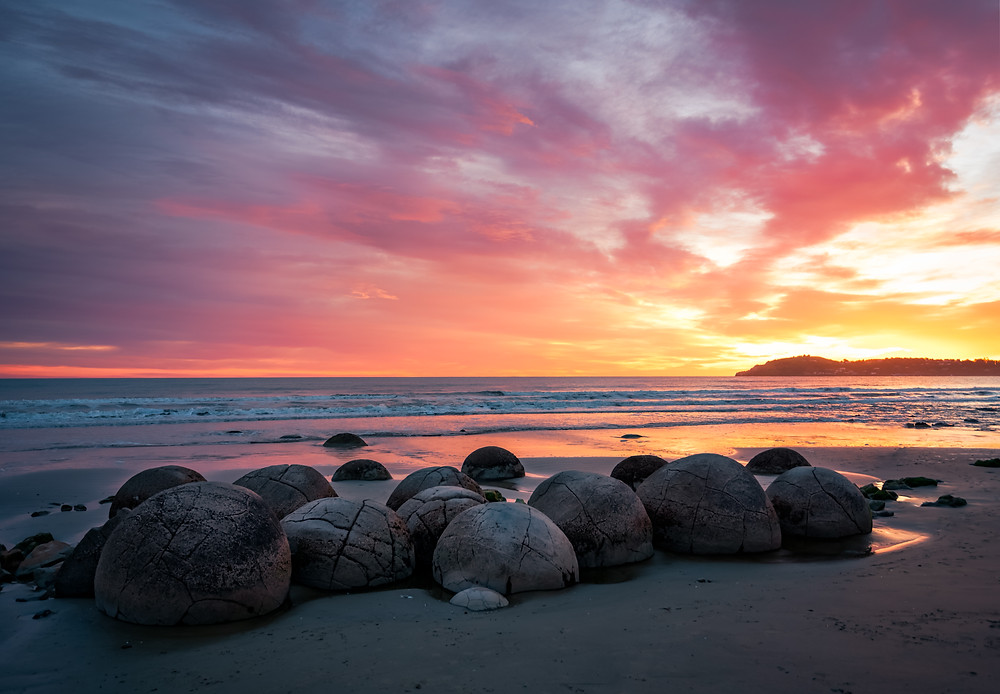 moeraki boulders at sunrise lanscape photography