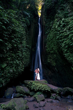 travel couple at leke leke waterfall bali