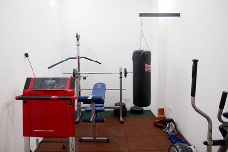 Frühsport im Fitnessraum