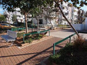 Following Sidewalks: A Morning Walk Through Ramat Eliyahu