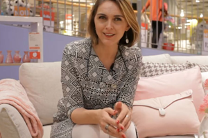 Adela Parvu, in vizita la atelierele EverArt: Fabrica din București unde se fac canapele, fo