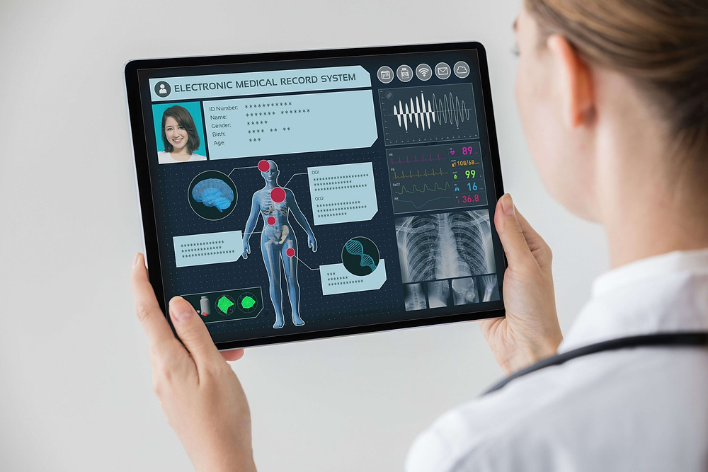 Medical worker using an electronic medical record system