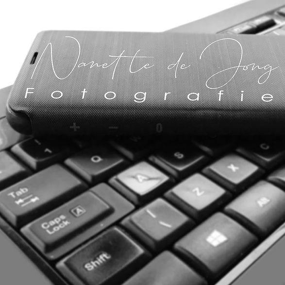 Telefoon en toetsenbord.jpg