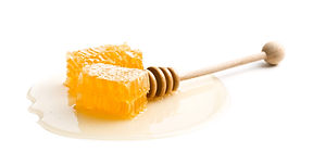 fresh-honey-with-honeycomb-P56QN8K.jpg
