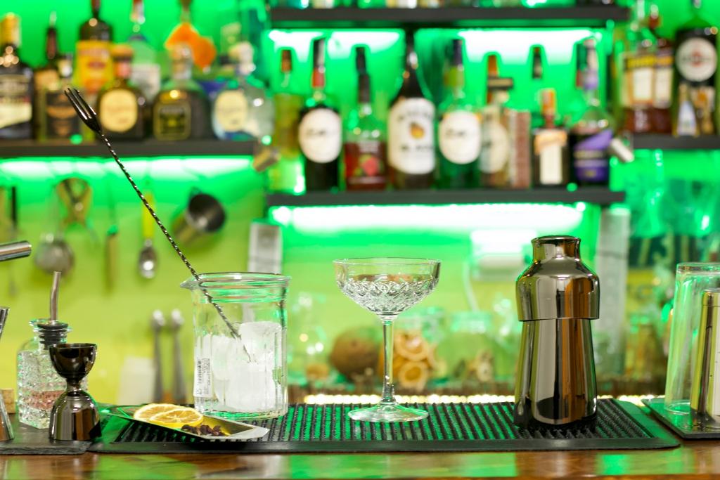 Curso de barman en Ibiza, bartender school Catering bar service Ibiza