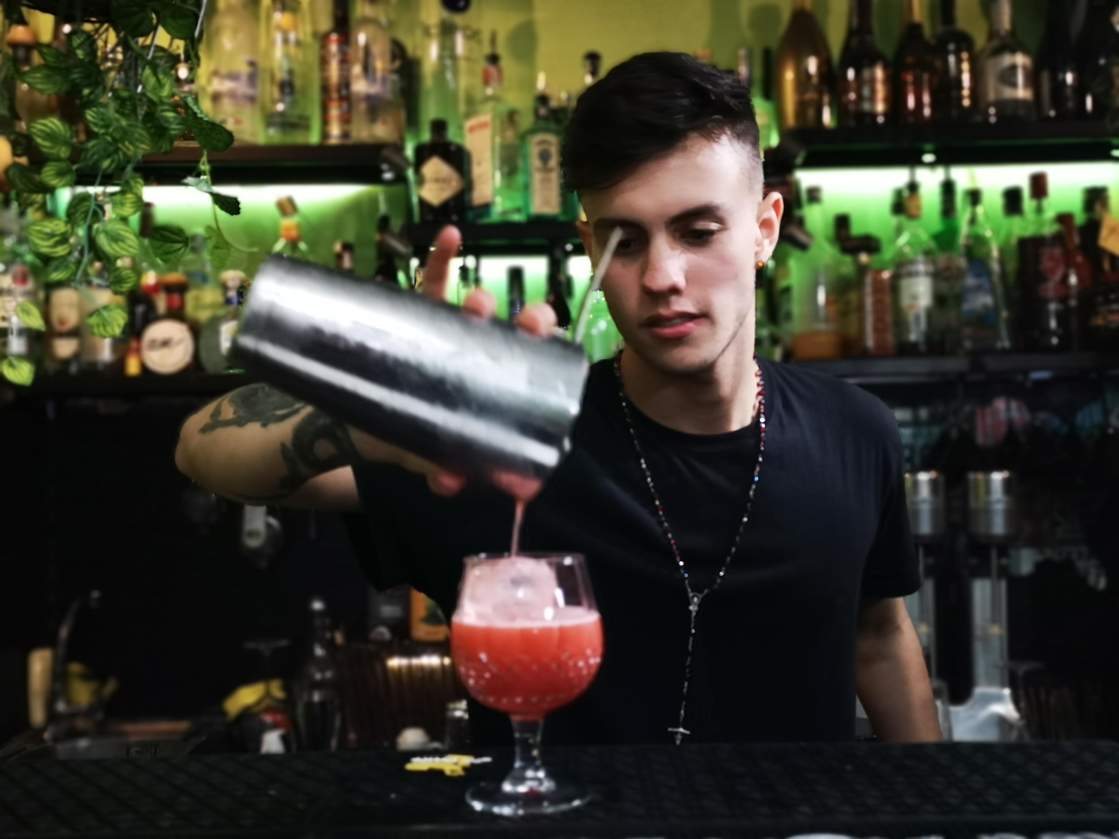 Curso de cocteleria , bartender school b