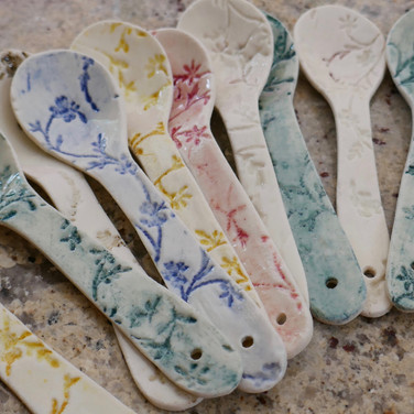 Porcelain spoons with oxides