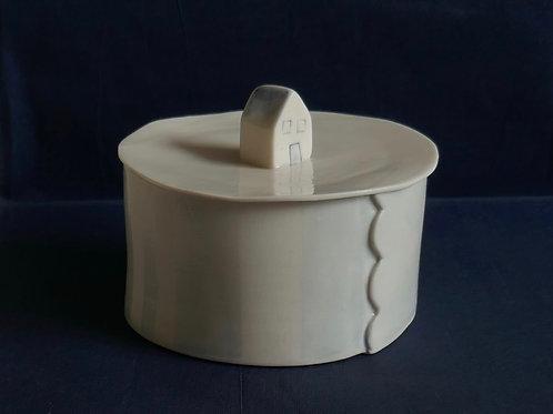 Porcelain pot with lid - small (11cm d x 6cm h)