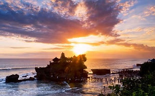 Sunset at Tanah Lot Temple.jpg