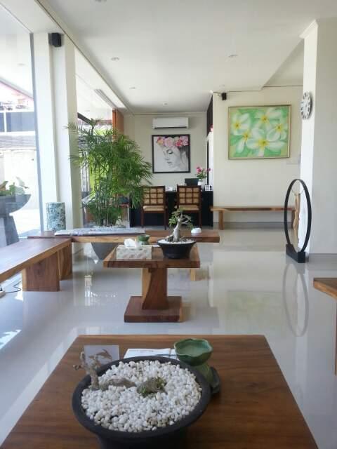 Gusets' Lobby