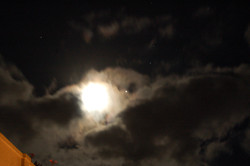 발리 하늘의 구름, 보름달 그리고 별들