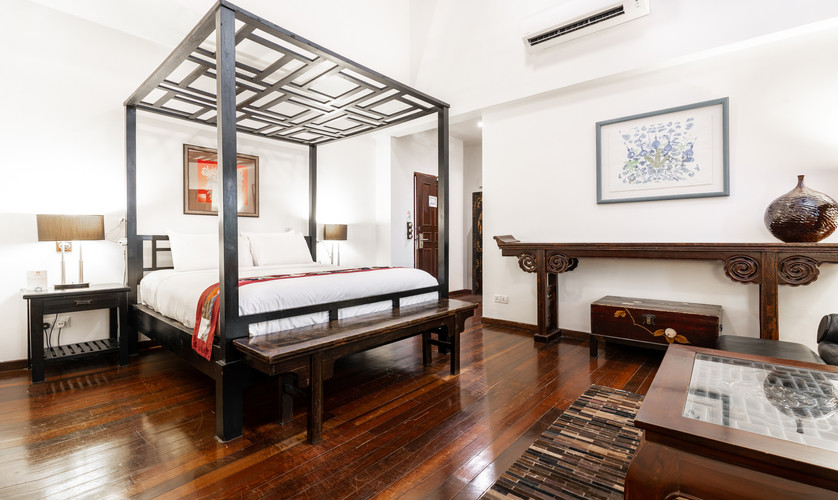 Hutton Deluxe Room - King Bed
