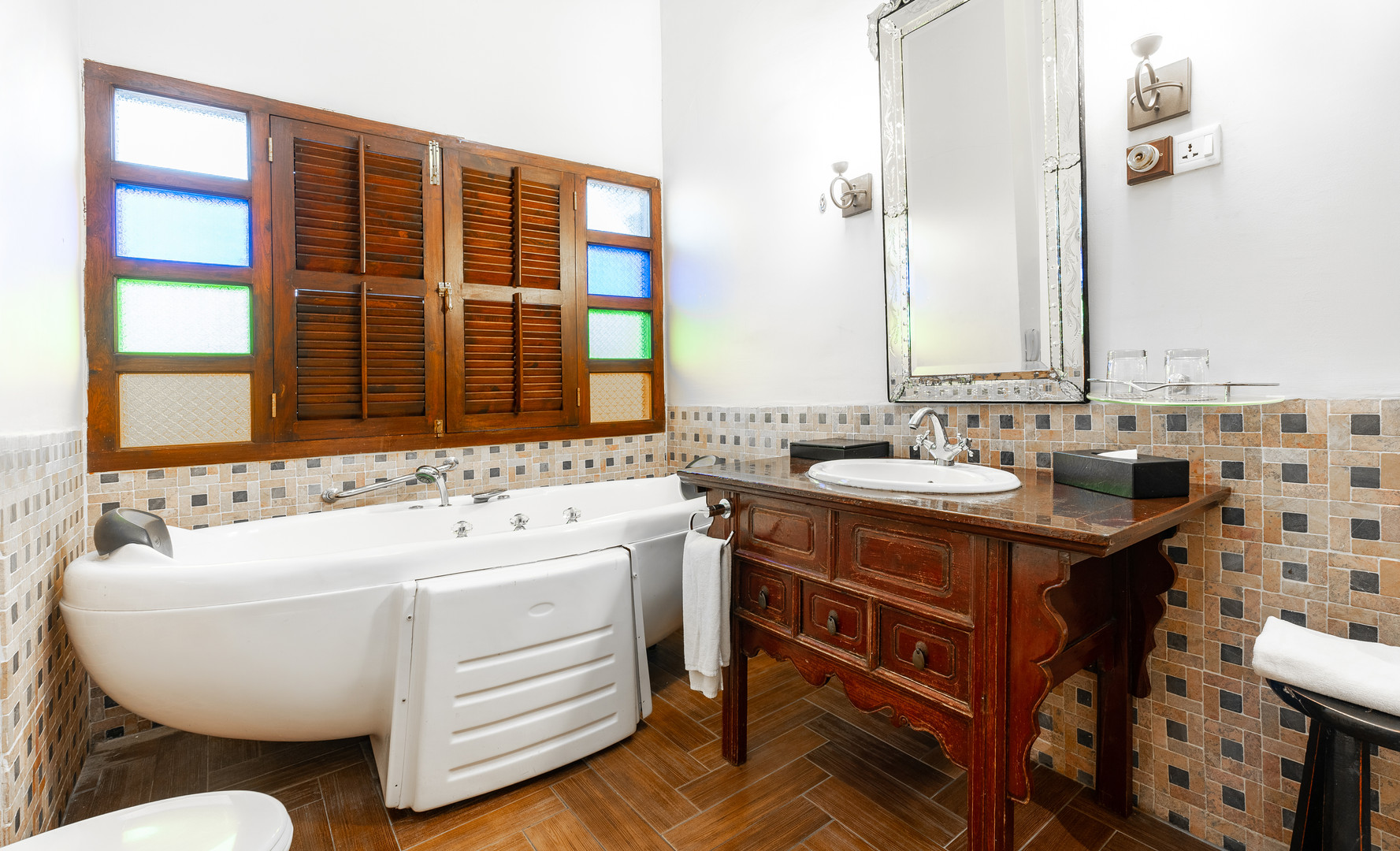 Hutton Deluxe Room - Bathroom (Jacuzzi)