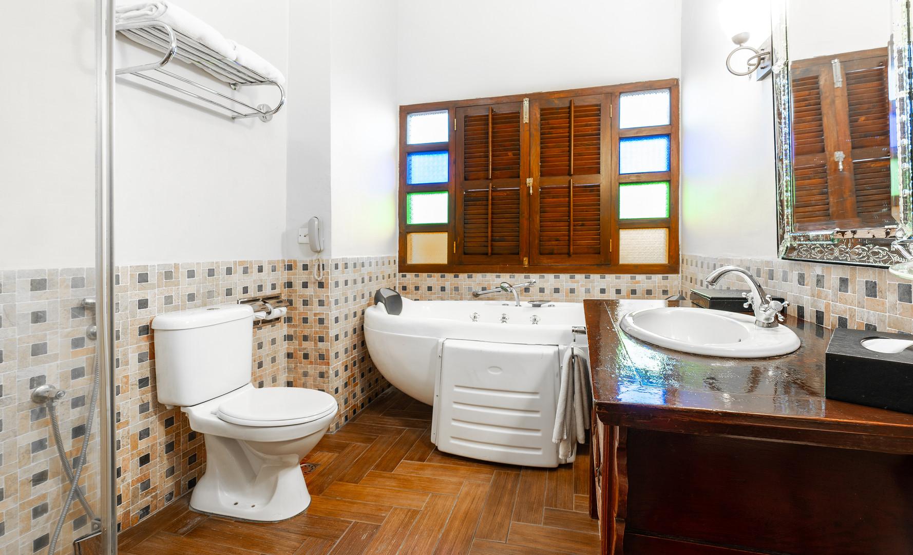 Hutton Deluxe Room - Bathroom