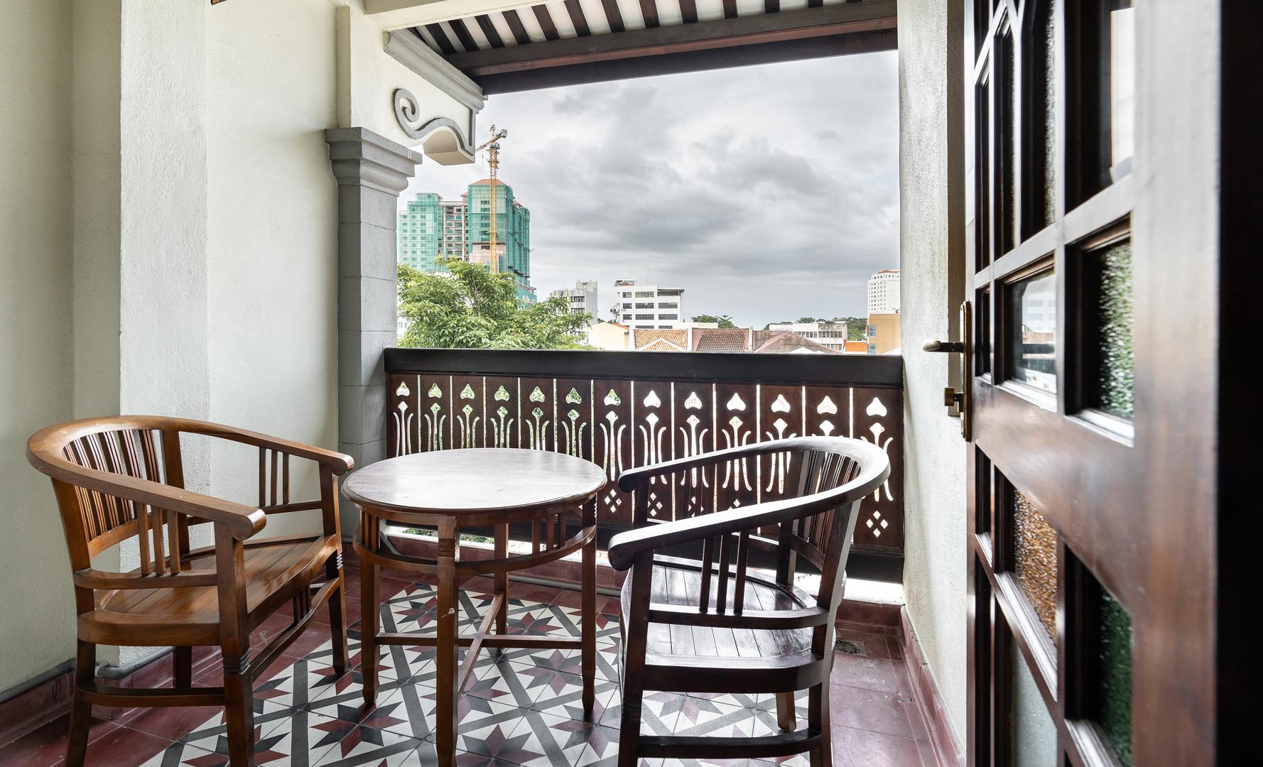 Hutton Deluxe Room - Balcony Area