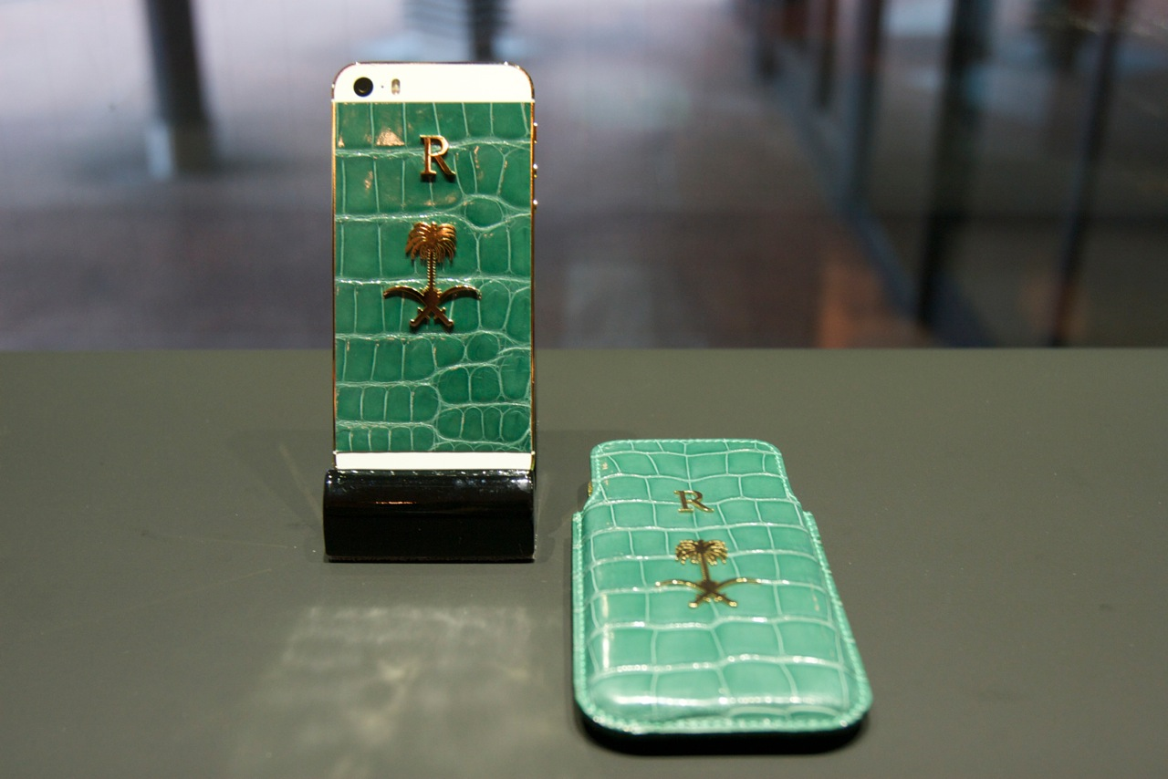 iPhone 5S green Qatar эксклюзивный