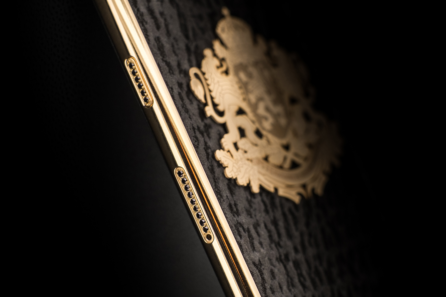 iPhone-8-golden-gadget-black-diamond