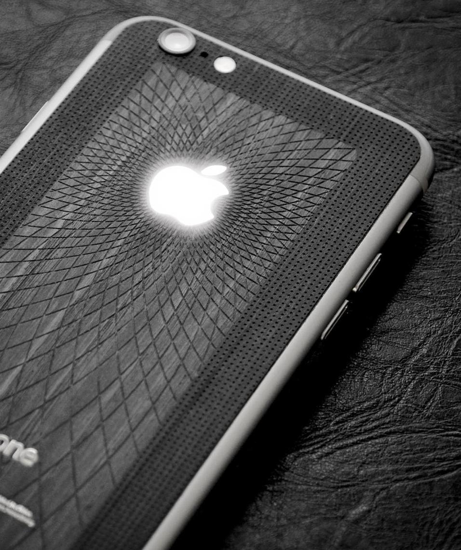 Svetoyabloko_iPhone_6S_wood.png