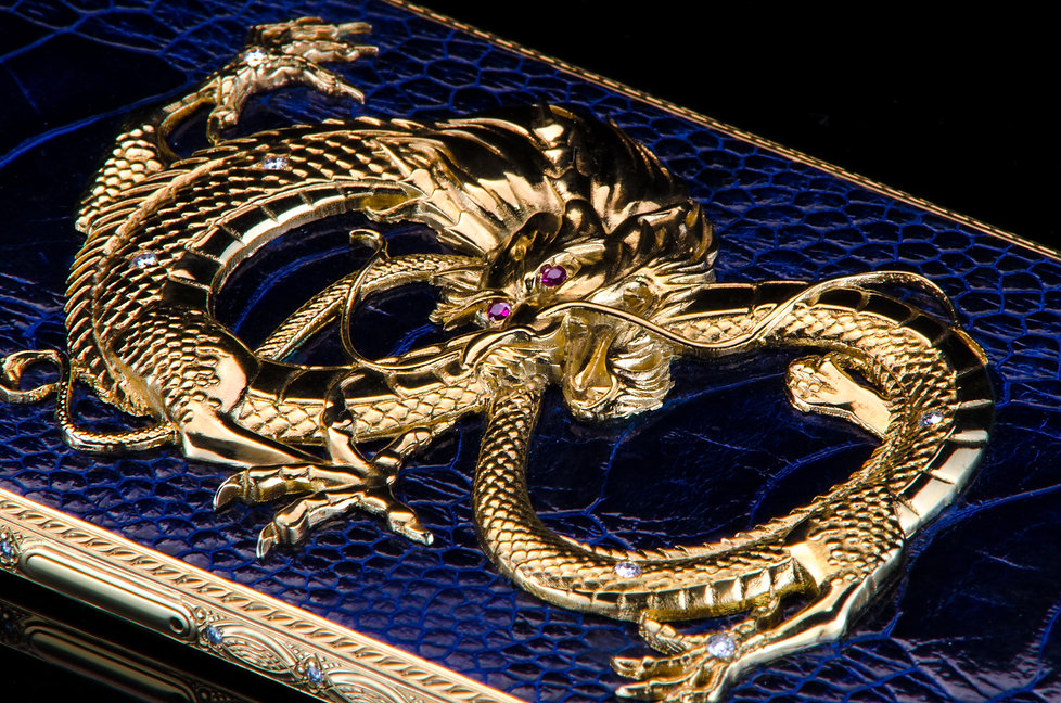 iPhone X Golden Dragon Ruby Monarch detail