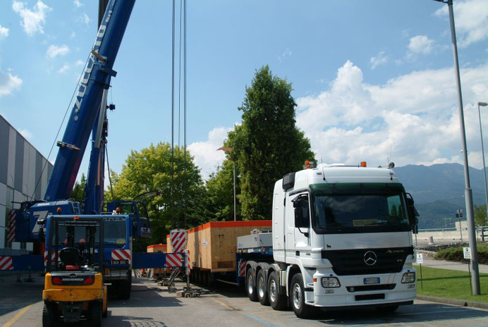 VGL machinery crate loading operations