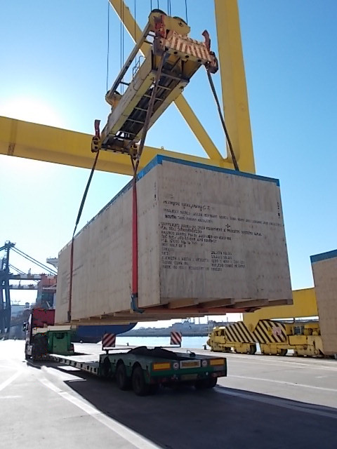 VGL_machinery-shipping-lift-3.jpg