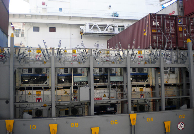 reefer container on vessel