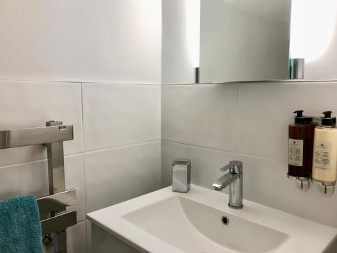 En-suite toilet details
