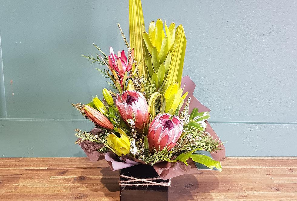 Box arrangement of proteas