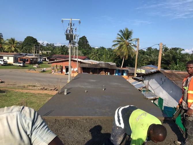 A ritmo de samba, la construcción progresa a pesar de los días de intensa lluvia!