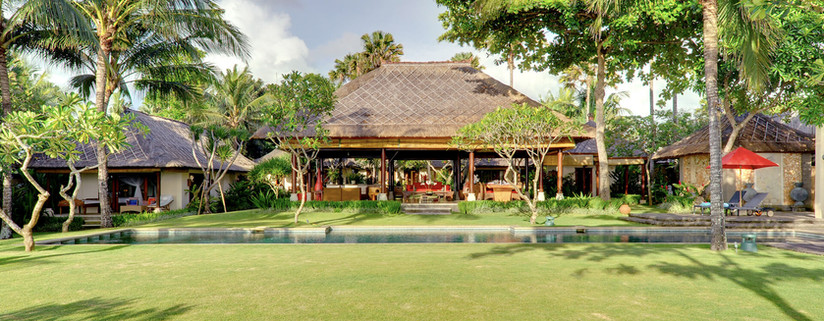 Villa Maridadi - Garden, pool and bale.j