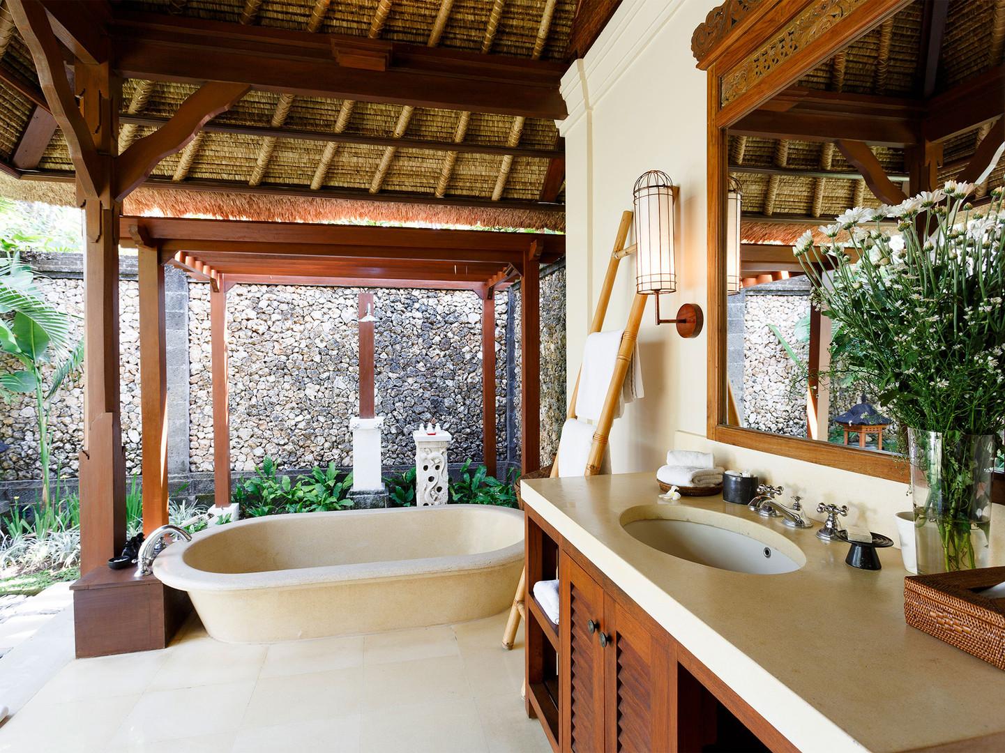 14. Villa Maridadi - Master Suite bathro