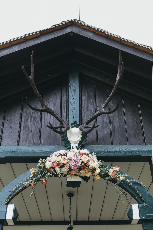 Hochzeit-Blumendeko_Almhütte