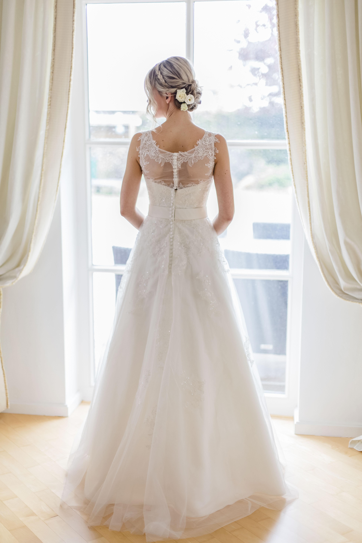 Hochzeit-Brautportrait_Fenster