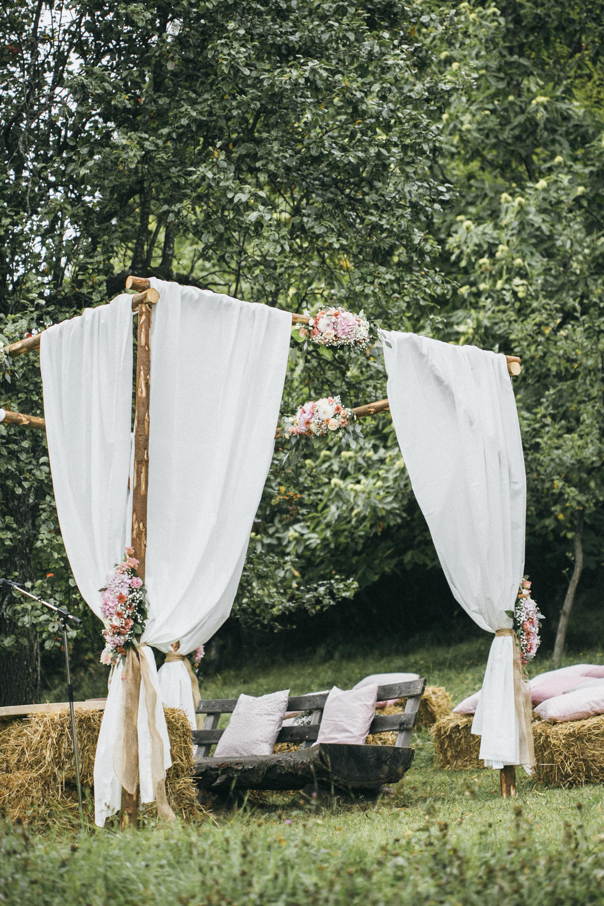 Hochzeit-Standesamt_Alm_Baldachin