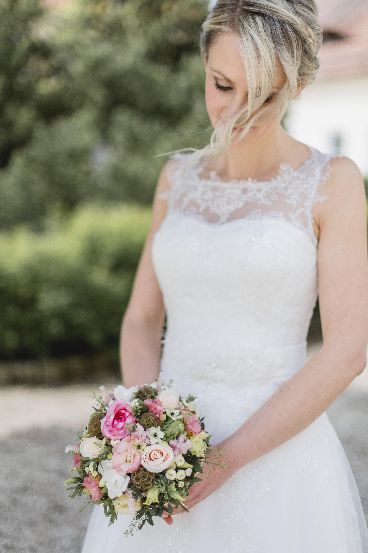 Hochzeit-Braut_Gut_Mergenthau_Brautstrauß