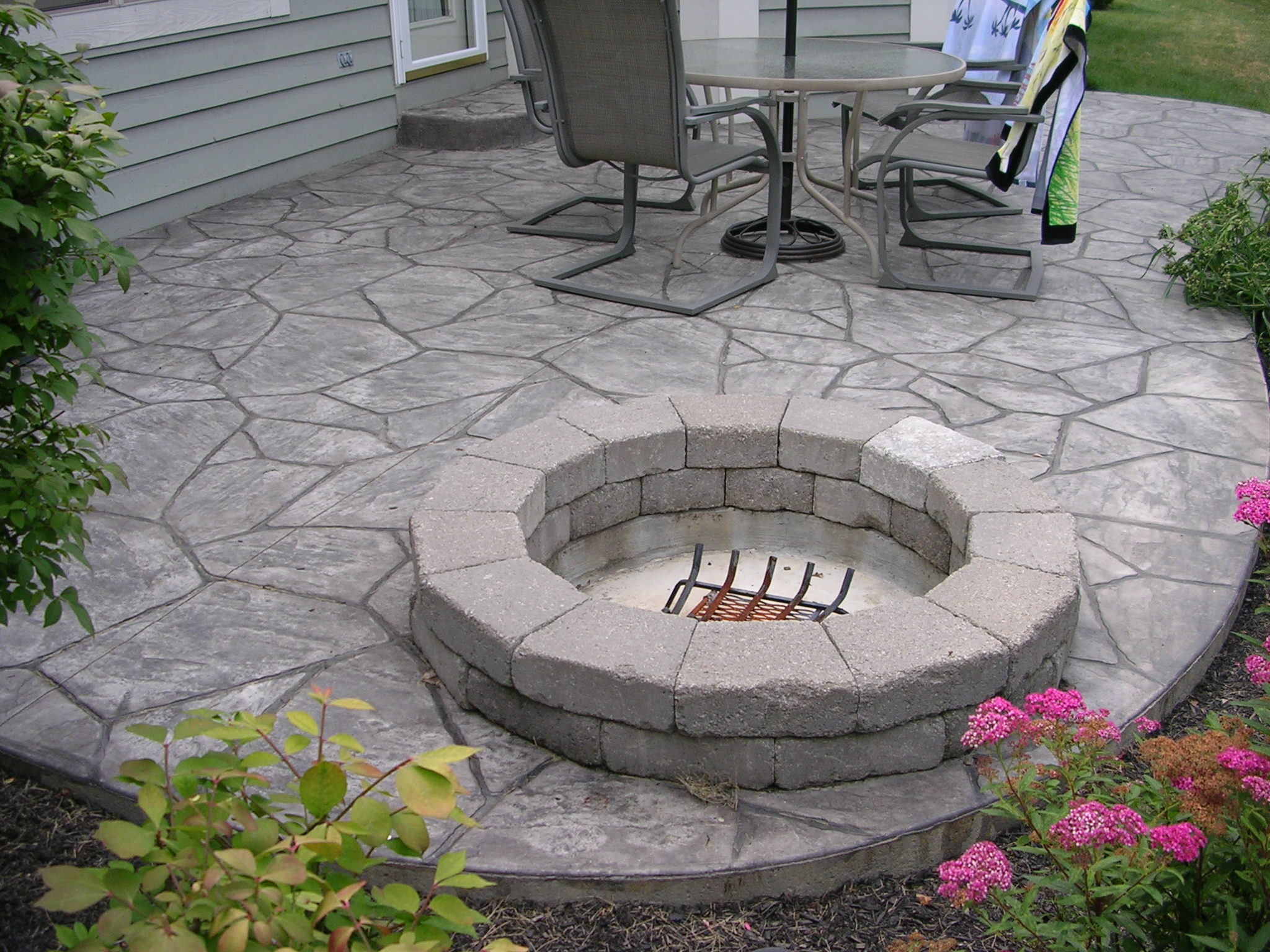 custom patios and fire pits