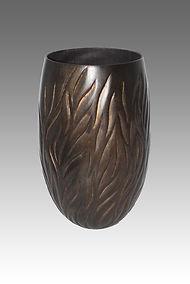 Vase-noir-et-doré-2018-web.jpg