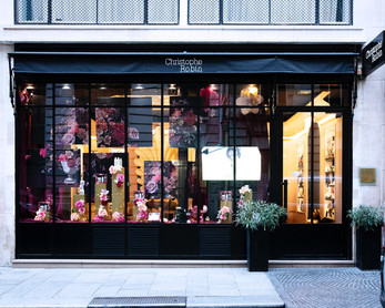 flower graphic realisation for Parisian window of Christophe Robin