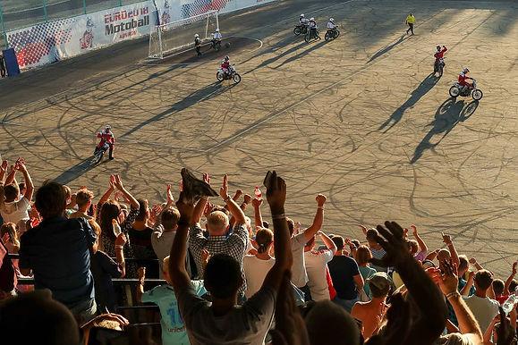 Футбол на скорости 80 км/ч. Что такое мотобол и почему он так популярен в России