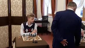 Федор Емельяненко и Николай Валуев сыграли в шахматы против Анатолия Карпова